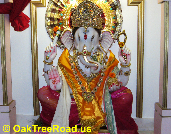 Oak Tree Road Ganesh Utsav 2018 Sept 12-16 image © OakTreeroad.us